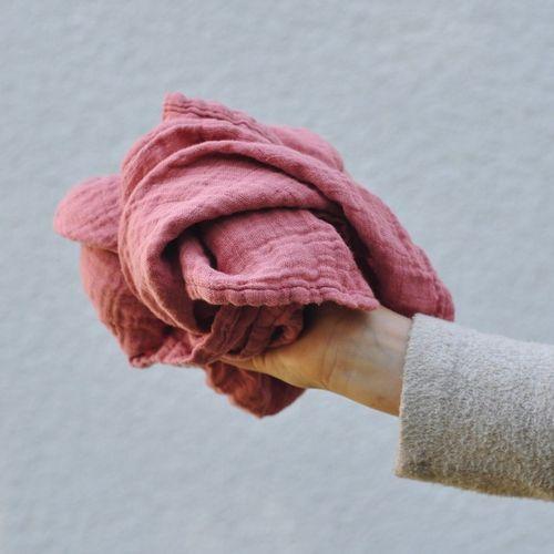 Mušelínová šatka staroružová Rosy cheeks